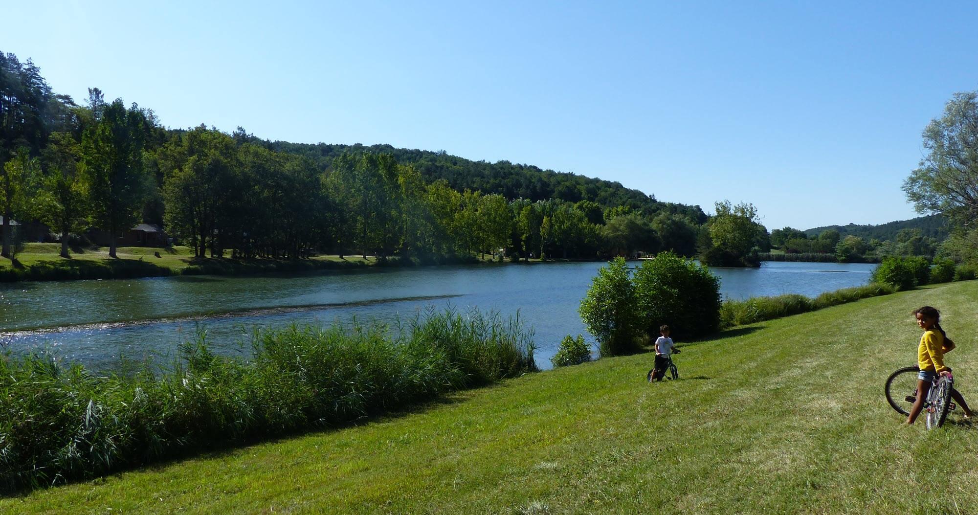 camping-bord-de-lac